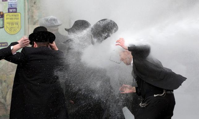 Ortodoksyjni Żydzi starli się z izraelską policją. W ruch poszły armatki wodne [ZDJĘCIA]