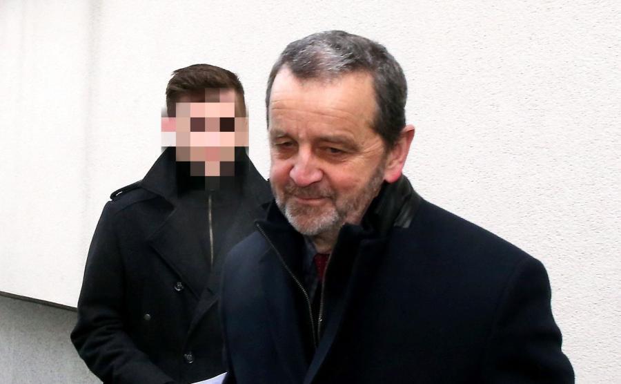 Sebastian K. i jego obrońca mecenas Władysław Pociej po przyjeździe na przesłuchanie w krakowskiej prokuraturze