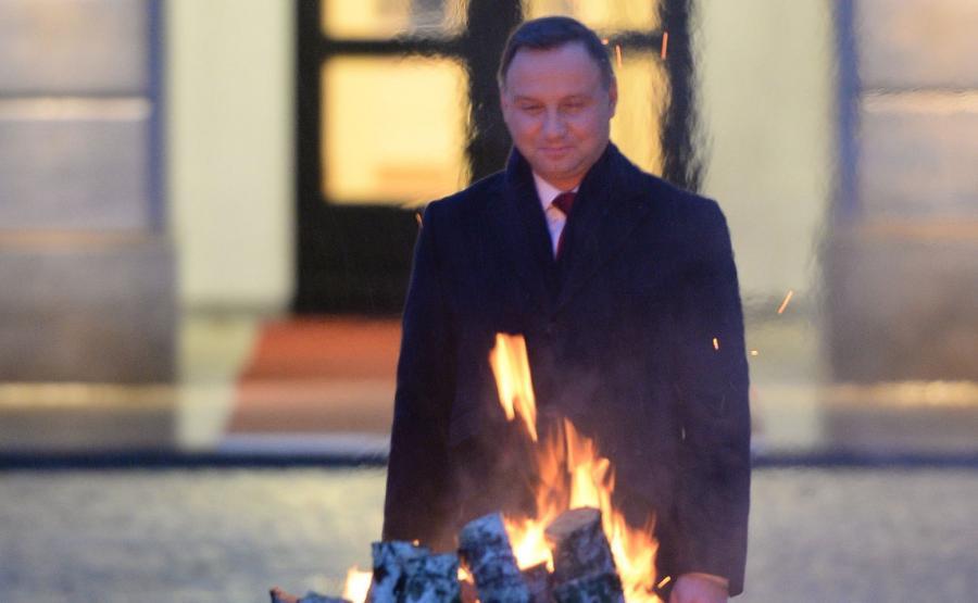 Prezydent Andrzej Duda uczestniczy w spotkaniu z harcerzami z okazji Dnia Myśli Braterskiej na dziedzińcu Pałacu Prezydenckiego