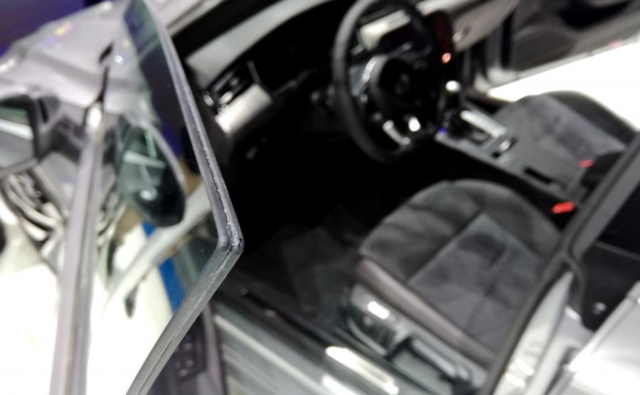 Twórcy arteona pokusili się też o szyby w drzwiach pozbawione ramek - ten trik pochodzi ze świata aut spod znaku Grand Tourismo