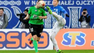 Piłkarz Lecha Poznań Dawid Kownacki (P) i Javi Hernandez (L) z Górnika Łęczna